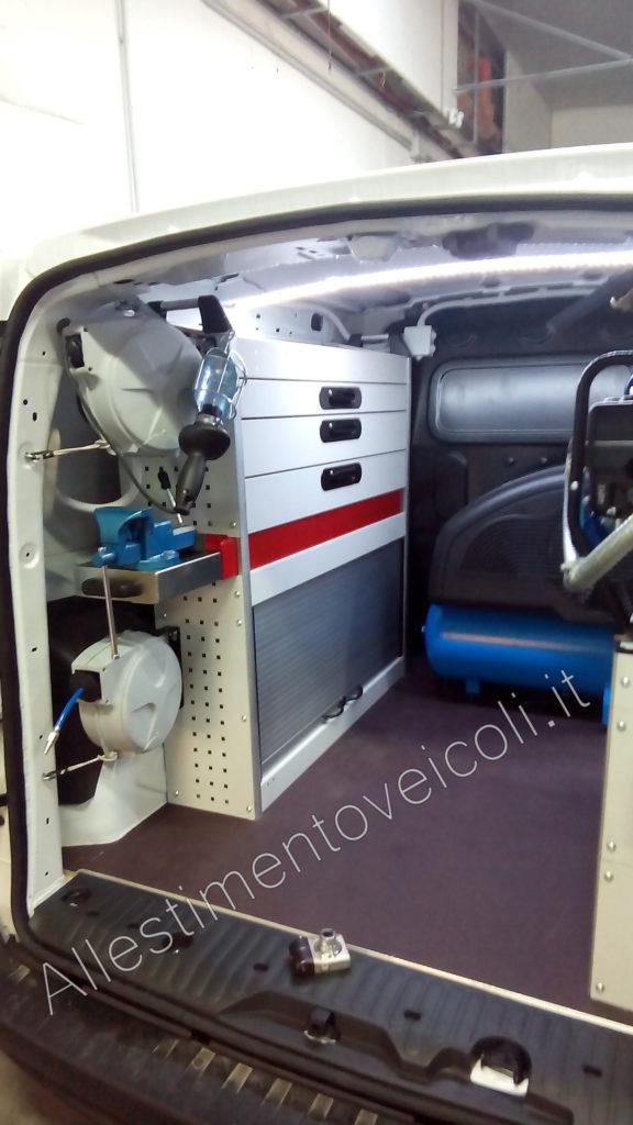 allestimento veicoli per officina mobile